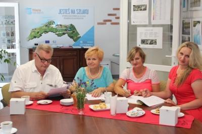 Podpisanie umowy partnerskiej między Loko-motywą a Gołczewskimi Babeczkami